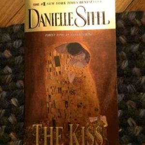 Other - The kiss paperback novel by Danielle Steele